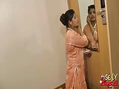 indian pornstar babe rupali big boobs exposed in dancing