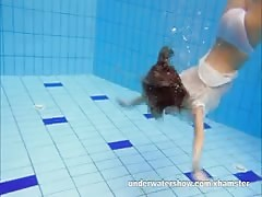 Cute Zuzanna is swimming nude in the pool