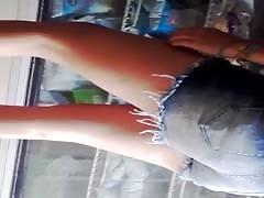 Nena en el mercado Ass Teen