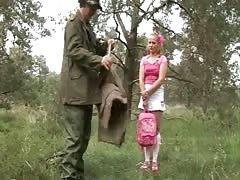 dutch boswachter neukt tienersletje